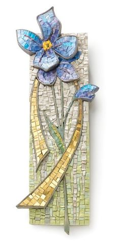 I need to learn how to make the shape for the petals. Mosaic Artwork, Mosaic Wall Art, Mosaic Diy, Mosaic Garden, Mosaic Crafts, Mosaic Projects, Tile Art, Mosaic Tiles, Mosaic Designs