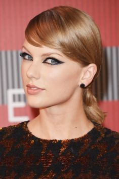 """Equipe de Taylor Swift pede aos fãs que removam vídeos da turnê """"1989"""" do Periscope #Musical, #Nome, #Pirataria, #Pop, #TaylorSwift http://popzone.tv/equipe-de-taylor-swift-pede-aos-fas-que-removam-videos-da-turne-1989-do-periscope/"""