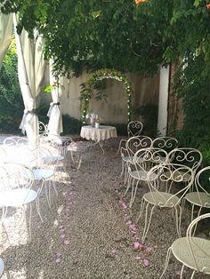DIY Floral Wedding Altar Votre-chateau-de-famille.com