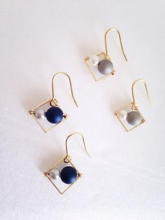 Simple yet elegant looking earrings- use square connector rings Simple Earrings, Beaded Earrings, Earrings Handmade, Handmade Jewelry, Wire Jewelry, Beaded Jewelry, Jewelery, Jewelry Accessories, Jewelry Design