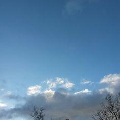 Futur incertain #Niort #cielfie #nofilter #instasky #instablue #blue #bleu #ciel #lcdj #lecieldujour #sky #ciel #skyporn