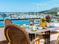 Vistas al puerto de Alcudia, en Mallorca
