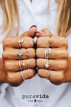 Founded in Costa Rica, each purchase helps provide full-time jobs for artisans worldwide! Shop Pura Vida for the latest handmade bracelets and accessories. Simple Jewelry, Cute Jewelry, Jewelry Gifts, Jewelry Box, Jewelery, Jewelry Accessories, Tassel Jewelry, Women Jewelry, Accesorios Casual