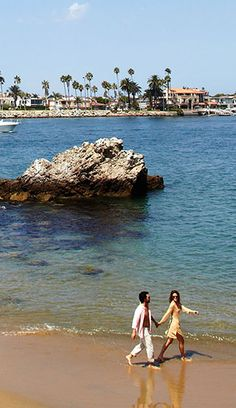 Little Corona del Mar Beach offers easy beach access, amazing views of Catalina Island and spectacular diving, well known to local divers.