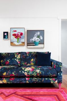 We love this, do you too? #VelvetAtHome Interior Decorating Styles, Home Decor Trends, Home Interior Design, Diy Home Decor, Room Decor, Decorating Rooms, Decorating Websites, Room Interior, Decor Ideas