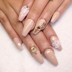Such lovely nail art I would not mind getting done