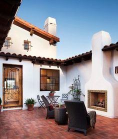 Hilltop Residence in Spanish Ranch Style Home Design: Stunning Mediterranean Patio Design Grey Armchairs Hilltop Hacienda Spanish Home Decor, Spanish Colonial Homes, Spanish Style Homes, Spanish House, Spanish Revival, Spanish Patio, Spanish Courtyard, Spanish Bungalow, Colonial Art