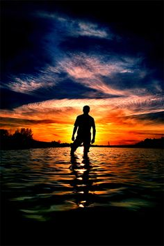60 beautiful & stunning examples of silhouette photography on Deviantart http://www.1stwebdesigner.com/inspiration/silhouette-photography/