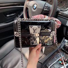 Louis Vuitton Monogram Canvas Mini Pochette Accessoires – The Fashion Mart Cheap Purses, Cheap Handbags, Cute Purses, Tote Handbags, Cross Body Handbags, Purses And Handbags, Popular Handbags, Cheap Bags, Purses Boho