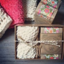 Bath Gift Set Organic Soap & Hand-Knit by TheHerbalWorkshop Knitted Washcloths, Soap Labels, Soap Display, Handmade Soaps, Handmade Soap Packaging, Gift Packaging, Pretty Packaging, Packaging Ideas, Packaging Design