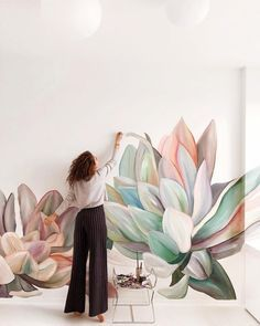 Lovely Flower Murals Transform Ordinary Rooms into Spaces with Blooming Personalities Artist and illustrator Lilit Sarkisian paints flower mural art that makes ordinary rooms bloom with personality. Wall Painting Decor, Mural Wall Art, Wall Decor, Wall Painting Flowers, Decorative Wall Paintings, Painted Wall Art, Faux Painting, Painted Flowers, Painting Furniture