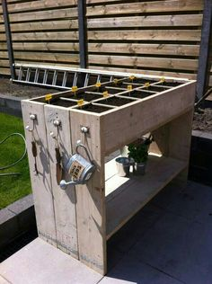 Pallet / Recycled wood herb garden. I like the way the end upright panels make it look like its made up of 3 sections ;)
