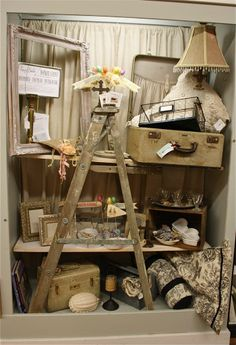 Small Space- Booth display using an old ladder (from Notes from A Cottage Industry) Vintage Booth Display, Antique Booth Displays, Antique Booth Ideas, Antique Mall Booth, Craft Booth Displays, Craft Show Booths, Display Ideas, Flea Market Displays, Flea Market Booth