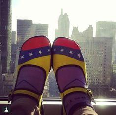 Merlynn con sus Chocolaticas Venezuela y el Empire State en el fondo ;)