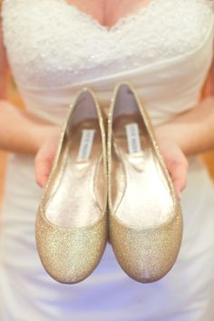 gold wedding shoes from Steve Madden // photo by HalfOrangePhotography.com