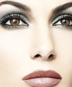 Image on Designs Next  http://www.designsnext.com/beauty/eyes-makeup/spectacular-bridal-eye-makeup-ideas.html