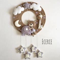 Baby Crafts, Felt Crafts, Crafts For Kids, Baby Room Decor, Nursery Decor, Baby Door, Diy Bebe, Baby Mine, Felt Garland