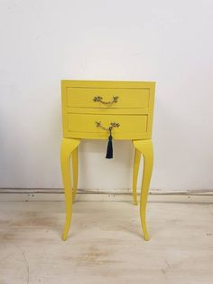 Upcycled furniture bedside tables ideas for furniture bedside tables ideas for 2019 furnitureVintage Queen Anne bedside table. Upcycled F . Bedside Drawers, Bedside Cabinet, Bedside Tables, Paint Furniture, Cool Furniture, Chest Furniture, Furniture Ideas, Outdoor Furniture, Upcycled Furniture