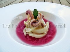 Julienne di calamari in court bouillon, con freddo di cipolla rossa di Tropea