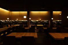 ROUMANIE  Noir Restaurant  signée par Robert Marin, Ramona Macarie et Mirela Nitu du studio de design Nuca