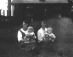 Okända pigor i Agnäs med barn. Till vänster Arvid Olofssos dotter, Alfred Nybergs son Agnäs 1930.