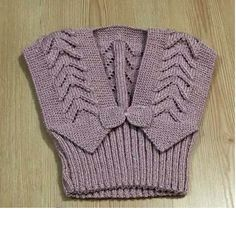Ajur Örnekli Fiyonk Süslemeli Çocuk Yeleği Tarifi. 2 .3 yaş Knitting For Kids, Baby Knitting Patterns, Knitting Designs, Little Girl Pageant Dresses, Beaded Brooch, Baby Cardigan, Baby Sweaters, Baby Dress, Crochet Baby