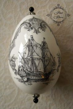 Nautical theme on egg, decoupage Egg Crafts, Easter Crafts, Egg Rock, Decoupage, Incredible Eggs, Carved Eggs, Porcelain Pens, Painted Porcelain, Painted Shells