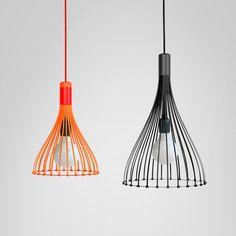 """Les londoniens du studio de design Vitamin ont conçu les suspensions """"Tied-Up"""", légères, les structures se composent de 26 attache-câbles industriels qui forment l'abat-jour du luminaire."""