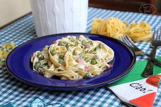 Tagliatelle with bacon and peas - Tagliatelle cu bacon si mazare Main Dishes, Bacon, Healthy Food, Spaghetti, Pizza, Ethnic Recipes, Summer, Kitchens, Main Courses