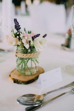 wedding deko - wood and natural flowers - blumenwiese