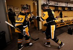 PITTSBURGH, PA - MAY 30 Sidney Crosby and Evgeni Malkin of the Pittsburgh Penguins prepare to take the ice for warmups prior to Game One of the 2016 NHL Stanley Cup Final against the San Jose Sharks at Consol Energy Pens Hockey, Ice Hockey Teams, Hockey Players, Sports Teams, Pittsburgh Sports, Pittsburgh Penguins Hockey, Nhl Wallpaper, Nhl Stanley Cup Finals, Worst Injuries