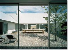 스웨덴의 박공지붕 전원주택 Baron House : 네이버 블로그 John Pawson, Minimalism, Farmhouse, Cozy, Windows, Outdoor Decor, Home Decor, Space, Simple