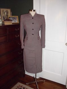 Classic 1940's suit from sylviarosevintage / Ebay