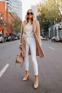Winter Fashion Outfits, Fall Winter Outfits, Autumn Winter Fashion, White Jeans Winter Outfit, Autumn Jeans Outfits, White Sweater Outfit, Winter Clothes, Winter Wear, Modest Fashion