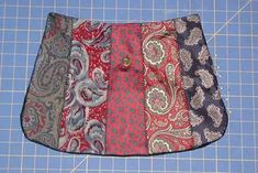 Got lots of neck ties lying around? Use them to make this unique bag! Necktie Purse, Necktie Quilt, Tie Crafts, Sewing Crafts, Sewing Projects, Diy Projects, Scarf Dress, Purse Patterns, Sewing Patterns