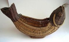 Vintage Unique Wicker Figure FISH Hook in Mouth Figural Basket Planter Flowers Bamboo Weaving, Willow Weaving, Paper Weaving, Weaving Art, Basket Planters, Flower Planters, Towel Animals, Newspaper Basket, Kardashian Style