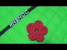 Como tejer flores de 5 petalos a crochet muy facil!//How to make flowers of 5 petals woven easy! Crochet 101, Crochet Geek, Crochet Videos, Crochet For Beginners, Crochet Stitches, Free Crochet, Crochet Cowboy Boots, Crochet Designs, Crochet Patterns