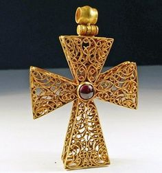 A high-karat gold Byzantine cross with central cabochon garnet and pendant, 8th to 10th Century CE
