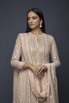 Best Trendy Outfits Part 34 Pakistani Dress Design, Pakistani Outfits, Pakistani Fashion Party Wear, Indian Wedding Outfits, Indian Outfits, Party Wear Indian Dresses, Salwar Suits Party Wear, Party Suits, Kurta Designs Women