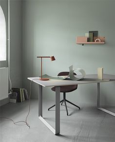 Muuto just released the Tip Lamp designed by Jens Fager. The lamp is created from the idea of stripping a design down to its essentials. The Tip Lamp is an example of simple, functional design with careful attention to detail. Interior Design Blogs, Cafe Interior, Deco Design, Lamp Design, New Furniture, Furniture Design, Furniture Websites, Architect Lamp, Berlin Design