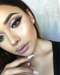 22 yrs | HTX | LA Pro Makeup Artist | Makeup Educator Bookings & Promo Inquiries beautebyeternity@gmail.com Makeup Tips, Beauty Makeup, Hair Makeup, Mascara, Eyeliner, Eyeshadow, Inglot Pigment, Brow Powder