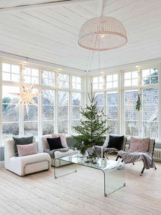 A Swedish house adorned with soft colors for Christmas - PLANETE DECO a homes world White Interior, Home, Interior Windows, Interior Inspiration, Interior Design Styles, White House Interior, Interior Design, House Interior, Interior Architecture