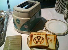 Groovy Volkswagen Minibus Toaster Makes VW Toast