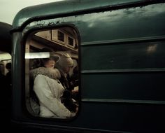 Israeli photographer Tomer Ifrah travelled three months in Moscow and made a series of photos and portraits of the subway and people there. Urban Photography, Street Photography, Amazing Photography, Subway Series, Moscow Metro, All Pop, Train Pictures, Portraits, Abstract Portrait