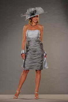 Mother of the bride silver dress Wedding Looks, Wedding Stuff, Wedding Ideas, Bride Dresses, Wedding Dresses, Older Bride, Fascinator Hairstyles, Shorter Hair, Wedding Hats
