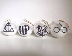 Details about harry potter christmas tree bauble decoration Deco Noel Harry Potter, Décoration Harry Potter, Harry Potter Thema, Harry Potter Birthday, Harry Potter Christmas Decorations, Personalised Christmas Tree Decorations, Harry Potter Christmas Tree, Hogwarts Christmas, Christmas Tree Baubles