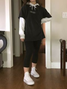 Indie Outfits, Edgy Outfits, Teen Fashion Outfits, Retro Outfits, Grunge Outfits, Cute Casual Outfits, Fashion Tips, Shirt Over Hoodie, Hoodie Outfit Casual