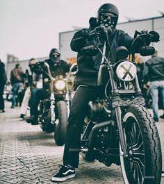 """228 mentions J'aime, 1 commentaires - MIGPIN Photomedia (@migpinphoto) sur Instagram: """"Moto.life #harleydavidson #thunderbike #kickoff #real #true"""""""