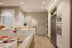 Cum sa folosim corect iluminatul in bucatarie- Inspiratie in amenajarea casei - www. Kitchen Dining, Kitchen Decor, Ceiling Lamp, Home Interior Design, Lighting Design, Home Kitchens, Barcelona, House Design, Home And Garden