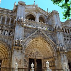 The Beautiful And Historical Catedral de Toledo in Spain.   Cick photo to see exact location.   #travelspain #historyspain #cathedrale